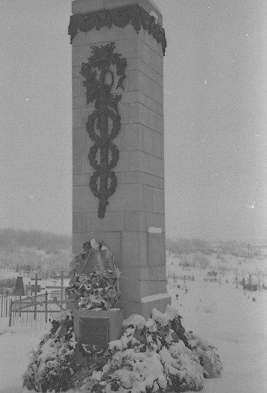 Могила Николая Александровича Щорса на городском кладбище в Куйбышеве, 1958 год