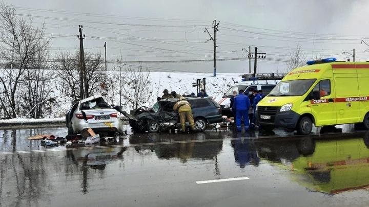Водитель погиб, два ребенка пострадали: в Нижнем Тагиле столкнулись KIA и Toyota