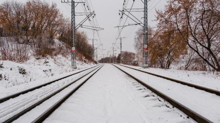 В Прикамье пассажирский поезд насмерть сбил мужчину