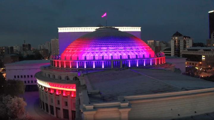 Театр засверкал: публикуем головокружительное видео НОВАТа с новой подсветкой за 400 миллионов