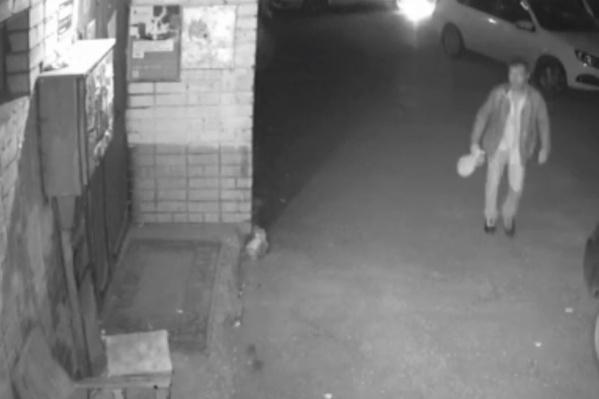 Мужчина не учел, что на улицах есть камеры видеонаблюдения