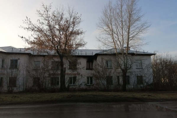 В этом доме сегодня утром произошло возгорание, опасность заключалась в том, что в нем есть газовое оборудование