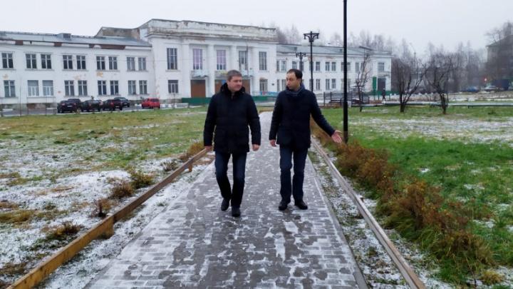 Через день после ролика Варламова про Сульфат туда приехал глава Архангельска Дмитрий Морев