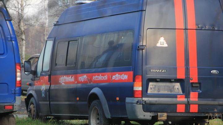 На развилке автодороги «Долматово — Няндома» в грузовике нашли тело мужчины: его застрелили