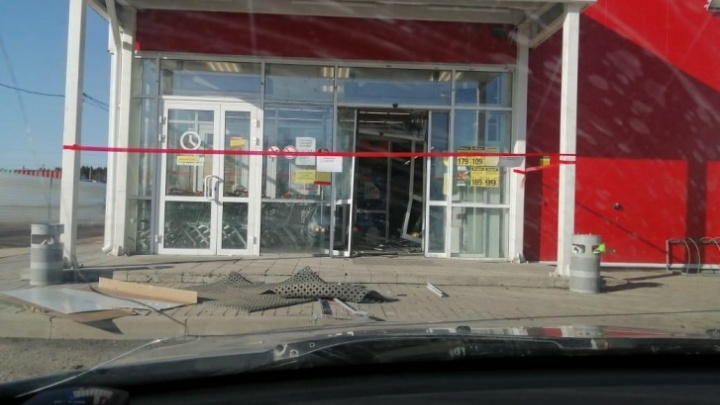 На грабителей, укравших банкомат в Косулино, завели уголовное дело