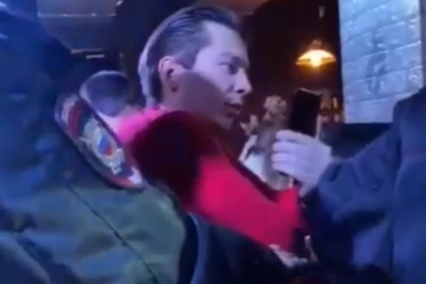 Когда пришла полиция, Марсель Хазиев заявил, что сотрудники не имеют права составлять протоколы на гостей