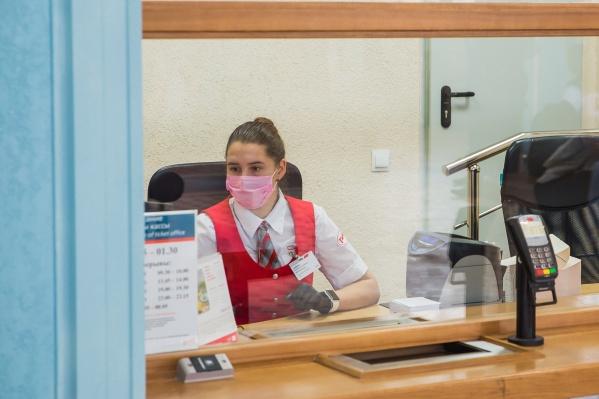 Фронтлайн-персонал обучен, что делать, если рядом окажутся люди с симптомами инфекционного заболевания