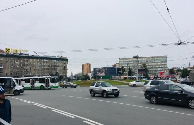 Автоинспекторы бросились в погоню за водителем на Красном проспекте — преследование закончилось после ДТП