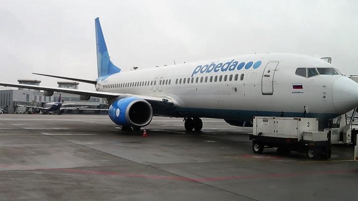 Пассажирка рейса Челябинск — Санкт-Петербург спасла мужчину, потерявшего сознание в самолёте