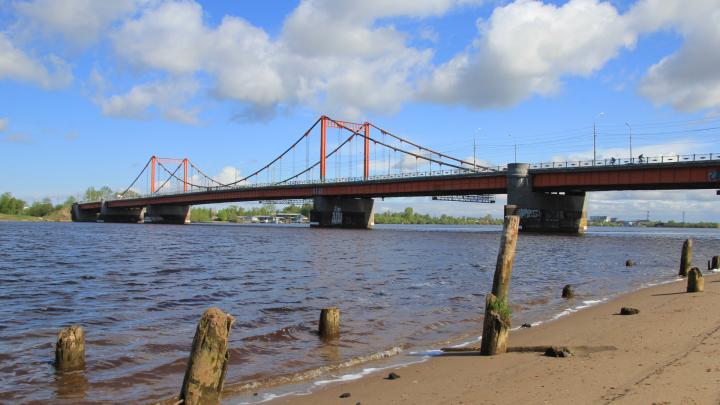 Спасатели Архангельска выехали к Кузнечевскому мосту из-за девочки, которая залезла на ограждение