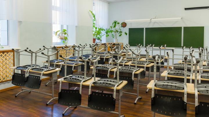 Ученики шести школ Прикамья заразились коронавирусом