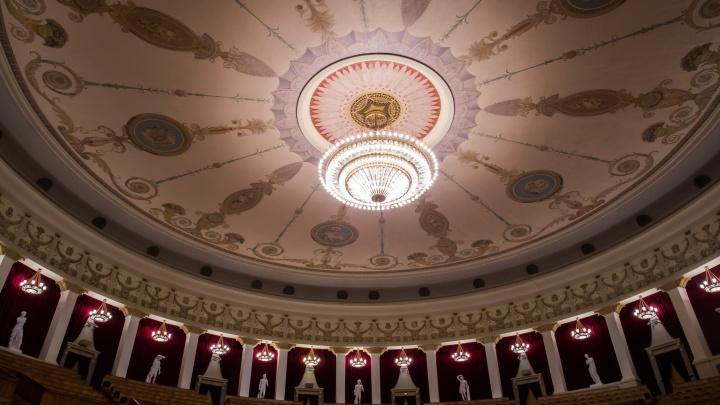 Даже поют в масках: коронавирус перенесли 70% артистов оперной труппы НОВАТа
