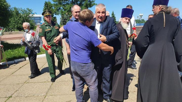 «Не надо совать мне в лицо телефон»: мэр Рыбинска назвал скандальный инцидент с блогером провокацией