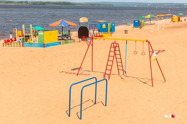 Сейчас пляжная инфраструктура в регионе достаточно скромная