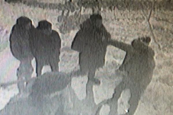 Драка завязалась прямо под камерами наблюдения