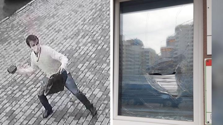 В Екатеринбурге мужчина с кирпичом атаковал медцентр: ему отказались давать «правильную» справку