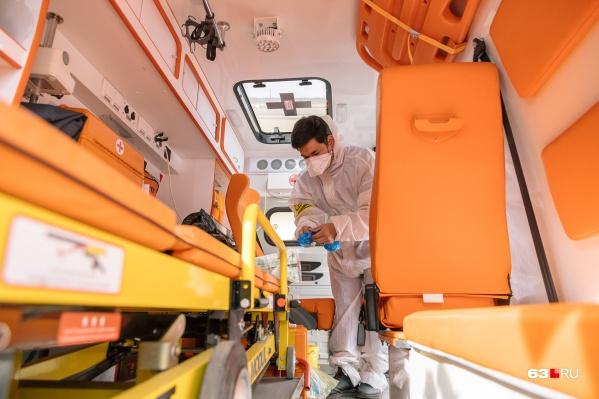 Машины должны иметь пять посадочных мест и вмещать носилки с пациентом
