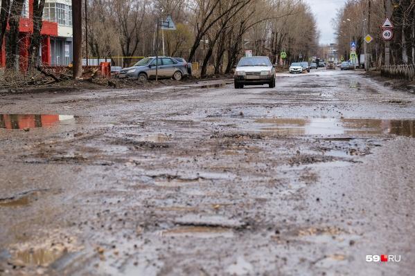 Дорога на улице Кранополянской сейчас в плохом состоянии