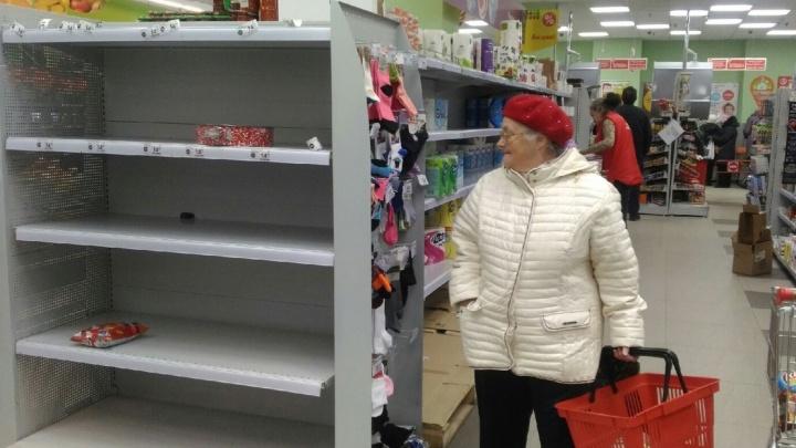 «Отменили все отпуска»: в нижегородских супермаркетах рассказали, как справляются с ажиотажем