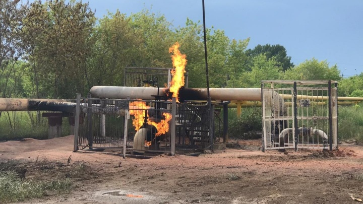 Газопровод на 2-й Солнечной загорелся из-за удара молнии
