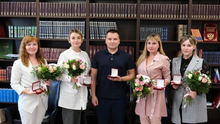 Волонтерам Прикамья вручили памятные медали за помощь во время пандемии коронавируса