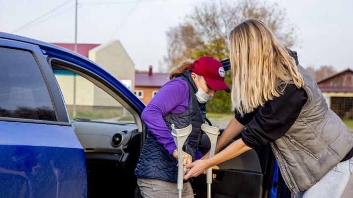 В больницу, на спорт и за продуктами: ярославские автоволонтеры помогли маломобильным людям передвигаться по городу