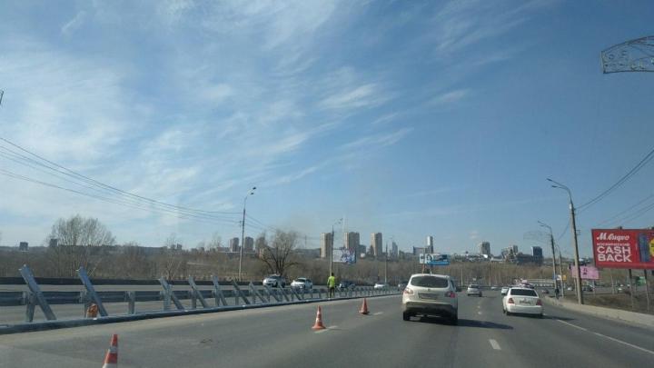 «Был неадекватен»: с Октябрьского моста спрыгнул мужчина