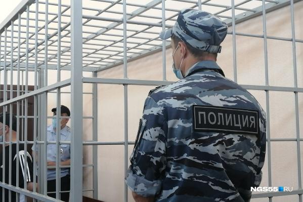 В зале Кировского райсуда мужчина признался в преступлениях