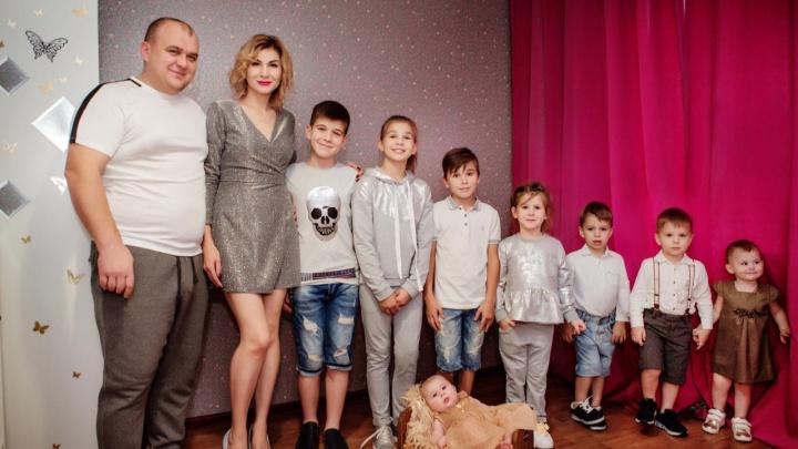 Мечта сбылась: известная семья с 8 детьми из Новосибирска переехала в собственный дом
