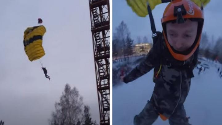 Парашют едва успел раскрыться: уральский экстремал побил свой рекорд, спрыгнув с вышки на Громова