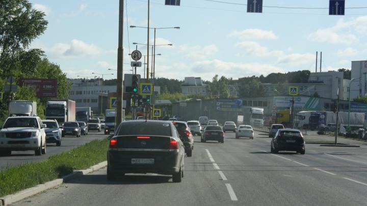 Водителям запретили разворачиваться в Базовом переулке возле «Леруа Мерлен»