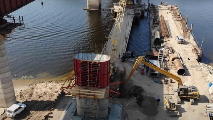 В Самарской области рабочие собрали одну из опор нового моста через Сок