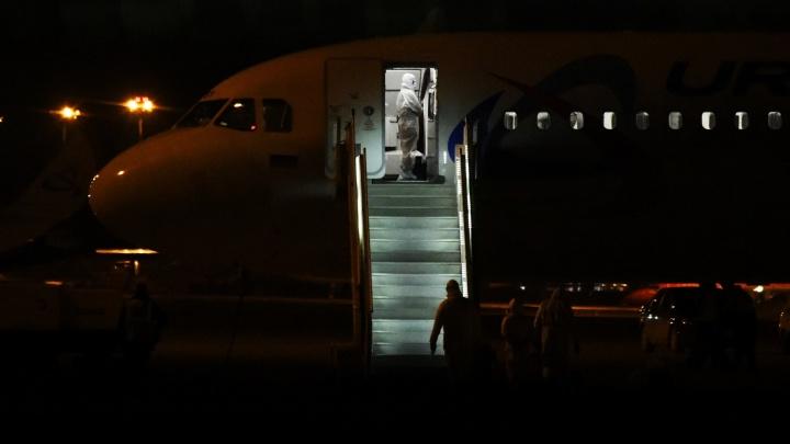 В Кольцово прилетели туристы из Дубая, на рейс пустили жителей всех регионов России