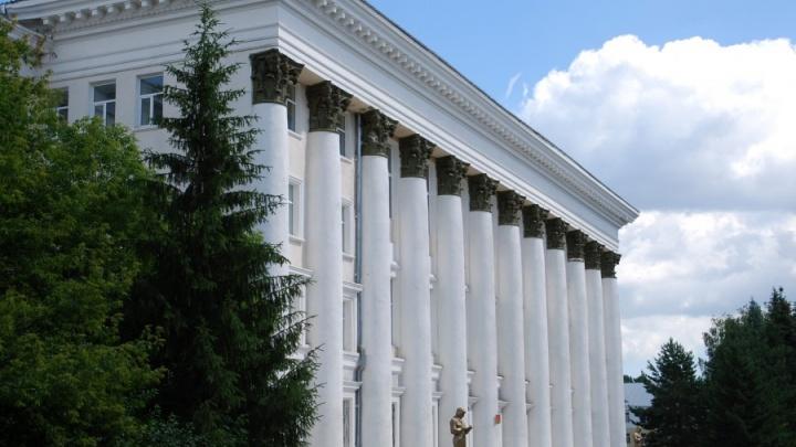 В Челябинске курсант ЧВВАКУШа погиб, выпав из окна общежития