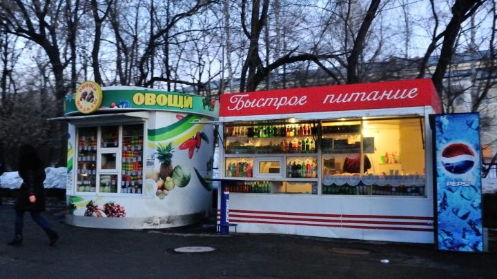 «В июне снесли, а к декабрю они вернулись». В Екатеринбурге нашли больше четырех сотен нелегальных ларьков