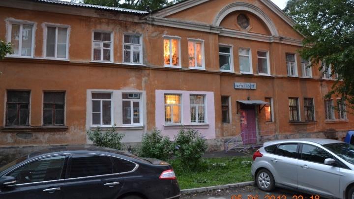 Старые двухэтажки исчезают: на Уктусе снесут еще два дома в квартале новостроек