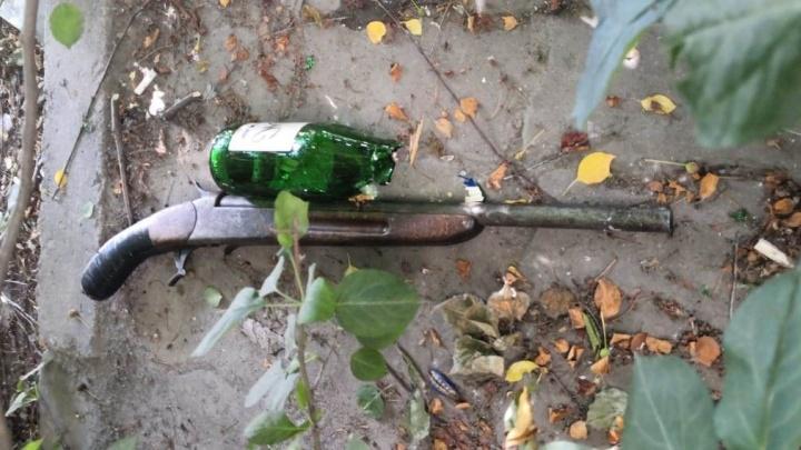 «Щас стрелять буду!»: в Екатеринбурге полицейские на ВИЗе поймали рецидивиста с обрезом ружья