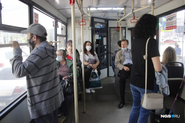 Масочный режим в общественном транспорте и магазинах пока сохраняется