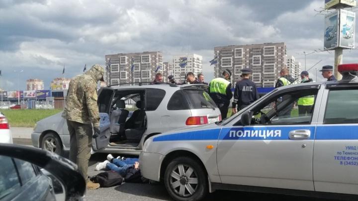 Тюменского омоновца, задержанного ФСБ, подозревают в торговле наркотиками