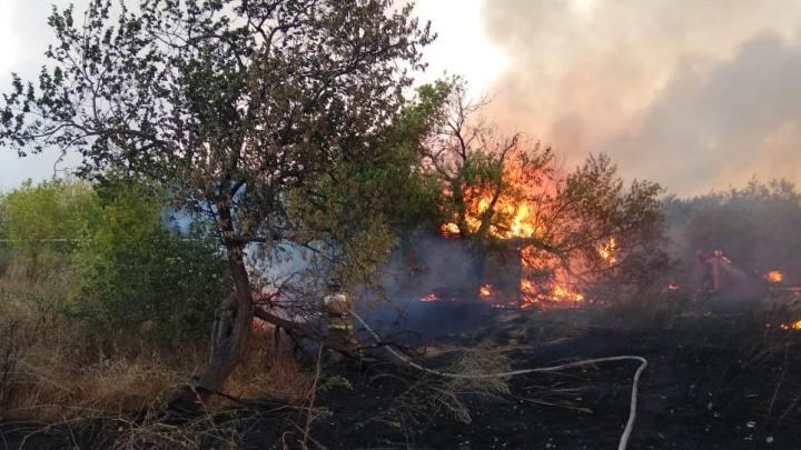 Губернатор Ростовской области выехал на сильный пожар в Тарасовском районе