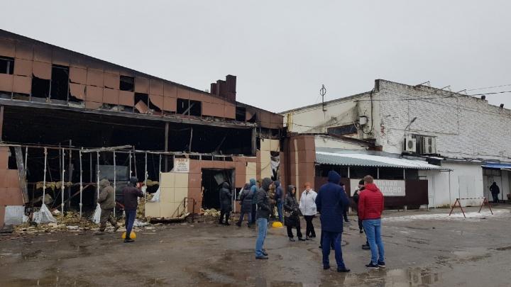 В Волгограде сгорел рынок на Титова