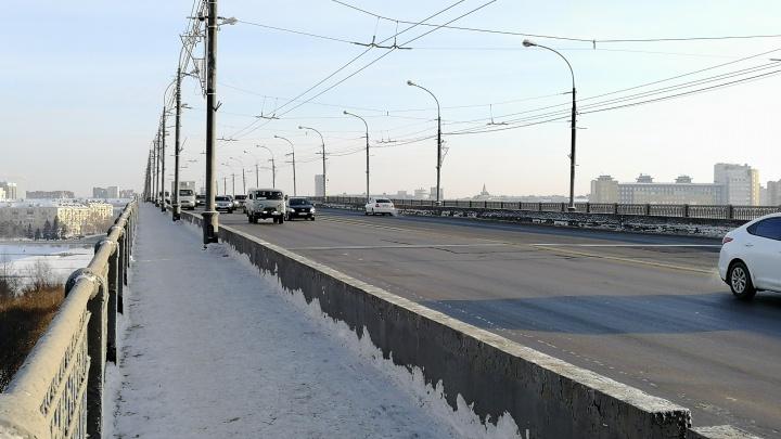 На Ленинградском мосту заменят за 6 миллионов два деформационных шва для плавного хода машин