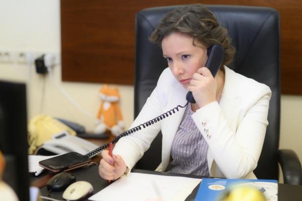 Анна Кузнецова возмутилась тому, что до работы с детьми допускают непрофессионалов