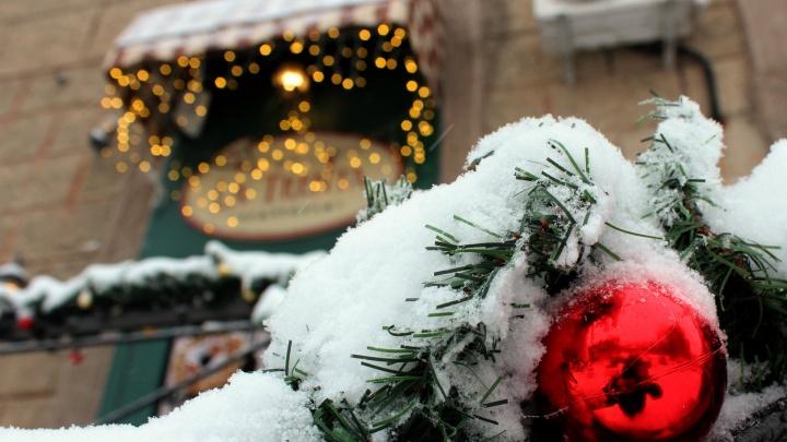 Снег — всегда неожиданность: 10 внезапно красивых фотографий с улиц засыпанного города