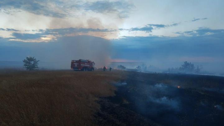 МЧС привлекает квадроциклы, дорожники открывают трассу: гигантский степной пожар под Волгоградом тушили восемь часов