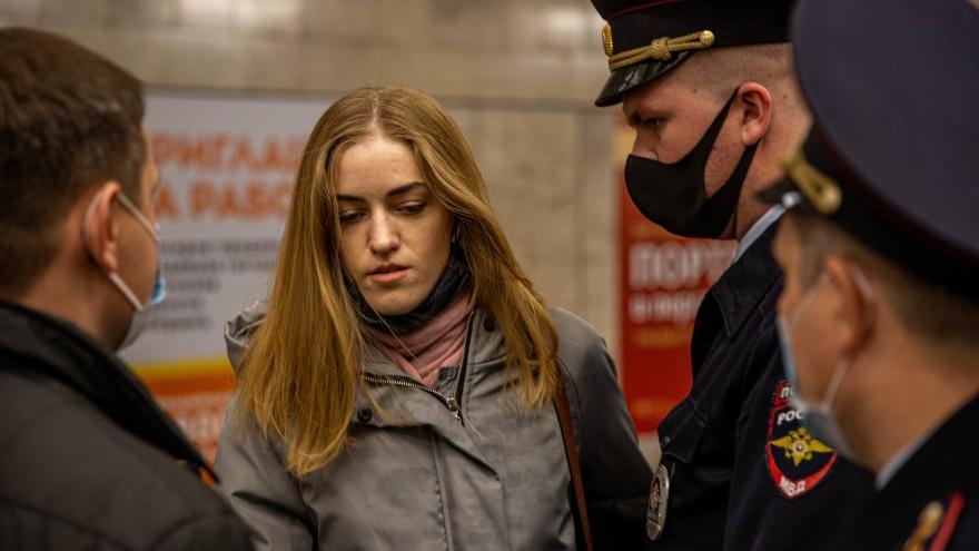 Маски на нос: в метро Новосибирска новый рейд — пассажиров-нарушителей отводят в спецкомнату