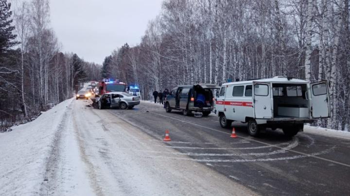 На краевой трассе столкнулись два «Фольксвагена»: погибла женщина