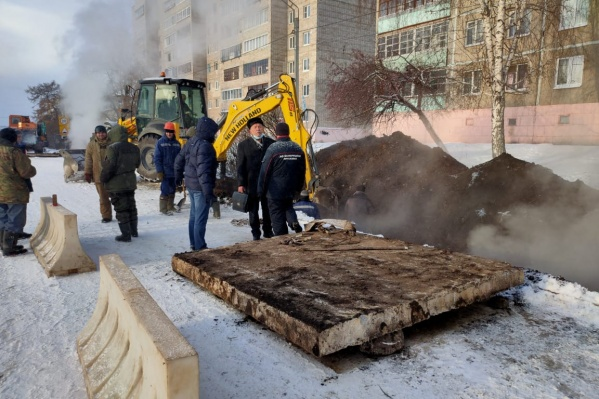 Глава администрации лично инспектировал ход восстановительных работ на водопроводе