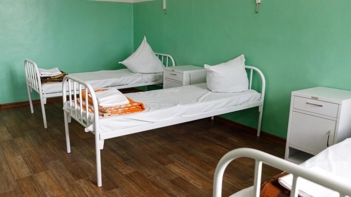 В волгоградских больницах с коронавирусом лежат 706 больных, 294 — выписали