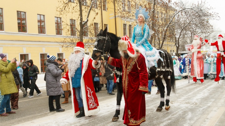 Анна Семенович и парад Снегурочек: рассказываем, как развлечься на новогодних праздниках в Уфе